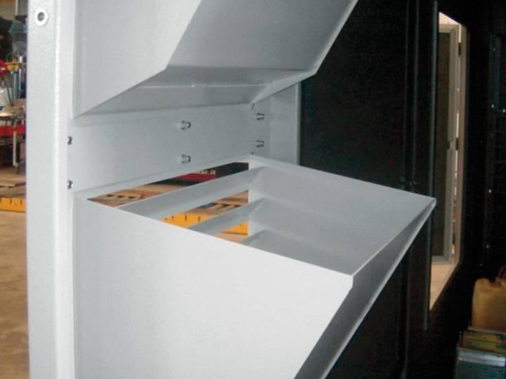 Integrated air inlet deflectors.