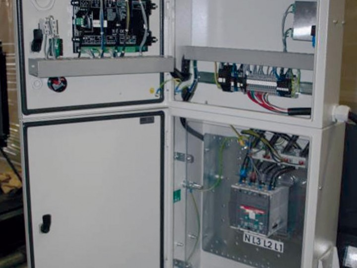 All Genmac control panels are equipped with a wide numbered terminal board for easy connection of the generator to an optional switchgear